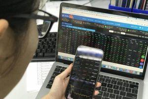 Thanh khoản thị trường vượt 1 tỷ USD, VN-Index 'xanh vỏ đỏ lòng'