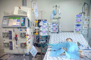 Bé gái 6 tháng tuổi nguy kịch vì mắc tay chân miệng