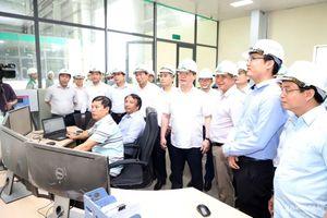 Chủ tịch UBND tỉnh thăm công ty sản xuất gỗ viên nén tại Thanh Chương