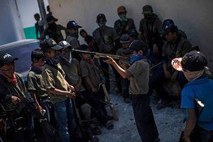 Người dân Mexico trang bị súng cho trẻ em để tự bảo vệ