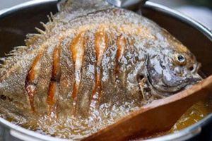Sai lầm khi rán cá khiến món ăn mất chất, kém ngon lại có mùi khó chịu