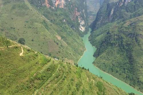Ngắm vẻ đẹp hùng vĩ của thung lũng kiến tạo độc nhất vô nhị tại Việt Nam