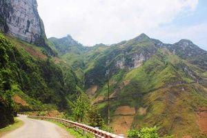 Khung cảnh núi non hùng vĩ trên đèo Mã Pì Lèng ở Hà Giang
