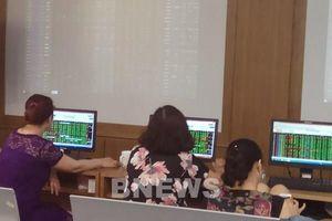 Thanh khoản thị trường chứng khoán đạt gần 1 tỷ USD phiên sáng 13/4