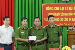 Công an huyện Châu Phú được khen thưởng trong thực hiện dự án sản xuất, quản lý và cấp căn cước công dân