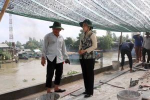 Bí thư Huyện ủy Châu Thành thăm, động viên đơn vị thi công cầu Xây lắp An Giang