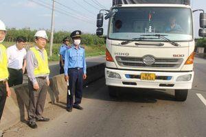 Phó Tổng cục trưởng Đường bộ 'mật phục' bắt xe quá tải trên QL51