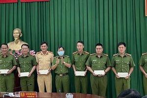 Công an TP Hồ Chí Minh trao hỗ trợ kinh phí cho 15 CBCS bị thương