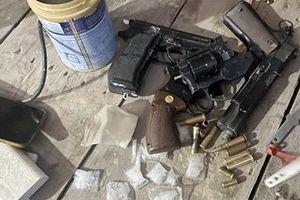 Lộ 'kho vũ khí nóng' trong nhà tội phạm ma túy