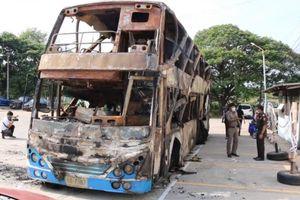 Xe buýt bốc cháy khiến 5 người thiệt mạng ở Thái Lan