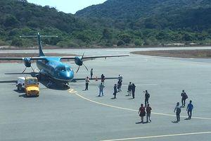 Khách đổ xô đến Côn Đảo, hàng không lắp đèn đêm khẩn để tăng chuyến