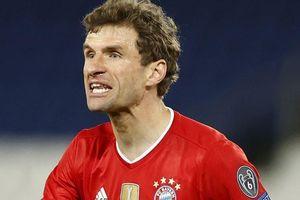 Muller bức xúc vì bị thổi phạt oan