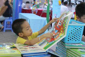 Hội sách Đinh Tị chào mừng Ngày Sách Việt Nam