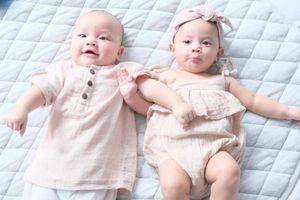 Hà Hồ tích cực cho cặp sinh đôi Leon - Lisa mặc đồng điệu