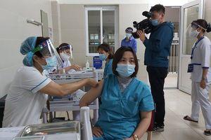 Hơn 60.000 người Việt Nam đã tiêm chủng vắc xin COVID-19