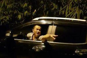 Bị kiểm tra cân tải trọng, người đàn ông đi ôtô bán tải dọa đánh TTGT Hà Nội