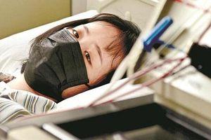 Bé gái 14 tuổi bị teo não chỉ vì 2 thói xấu đến từ sự vô tâm của cha mẹ