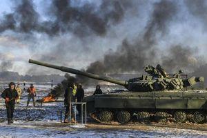 Nga-Mỹ điện đàm, Ukraine tập trận gần biên giới Crimea