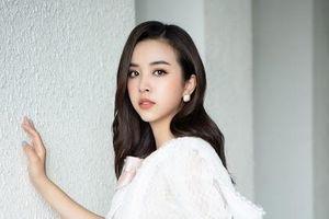 Tiểu Vy và Lona Kiều Loan trổ tài catwalk, Lương Thùy Linh 'trao vương miện' cho người kế nhiệm