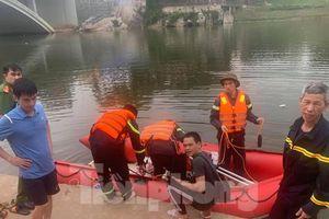 Nam thanh niên nhảy cầu xuống sông Kỳ Cùng