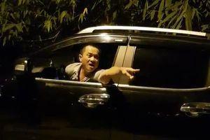 Xe tải bị cân tải trọng, người đàn ông lạ mặt dọa đánh TTGT Hà Nội
