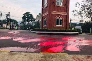 Người biểu tình Myanmar 'nhuộm đỏ' đường phố dịp tết cổ truyền