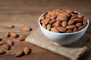 Bóc vỏ hay không bóc vỏ: Cách ăn hạnh nhân nào tốt nhất?