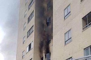 Nghệ An: Chung cư Trường Thịnh bất ngờ bốc cháy, nhiều người tháo chạy