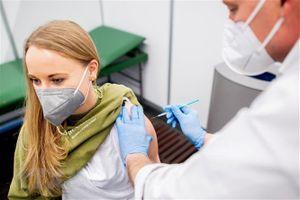 Đức điều chỉnh khuyến nghị về việc tiêm vaccine AstraZeneca