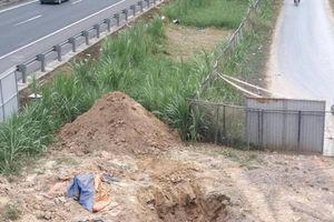 Di dời ống cấp nước để thi công đường vành đai Tân An, Long An