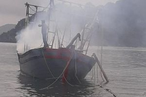 Nổ bình ga trên tàu đánh bắt hải sản làm tàu cháy, 3 người bị bỏng nặng