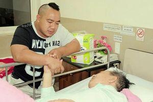 Cố nghệ sĩ Đức Lang từng sẵn lòng hiến đôi mắt cho con trai Hiếu Hiền: Tình cha quá ấm áp!