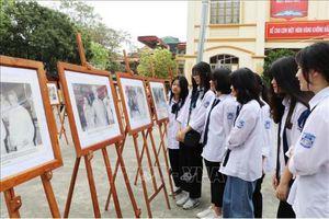 Triển lãm ảnh 'Bác Hồ với bầu cử Quốc hội'