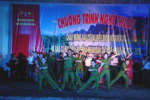 Đoàn văn công Quân khu IV biểu diễn phục vụ cán bộ, chiến sĩ LLVT và nhân dân huyện Tuyên Hóa