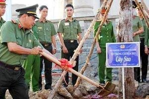Công an TP Cần Thơ phát động phong trào trồng cây xanh