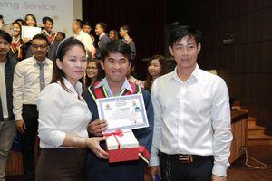 Người cha nâng cánh ước mơ cho những đứa trẻ Việt kiều khó khăn