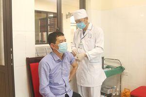 Tiêm vaccine COVID-19 cho lực lượng làm việc tại khu vực biên giới Bình Liêu