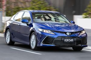 Toyota Camry 2021 ra mắt tại Australia, giá từ 23.921 USD