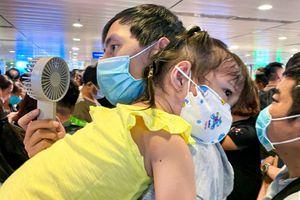 Đại diện sân bay Tân Sơn Nhất giải thích việc ùn tắc cửa soi chiếu