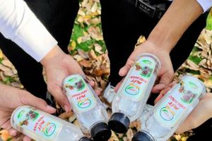 Mật dừa nước đóng chai đoạt giải ba cuộc thi HULT PRIZE SEA bảng Việt Nam