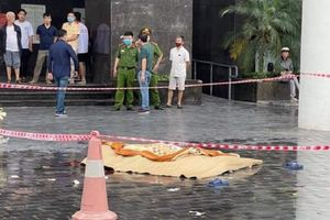Một phụ nữ tử vong khi rơi từ tầng cao chung cư CT2 Thái Hà (Hà Nội)
