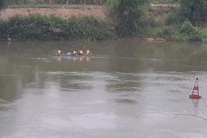 Để xe đạp trên cầu, nam sinh lớp 10 nhảy xuống sông mất tích