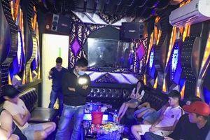 Thanh niên đãi 'tiệc ma túy' trước khi đi làm ăn xa