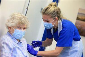 Tiêm chủng giúp giảm ca mắc và tử vong do COVID-19 ở Anh