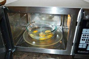 5 cách làm sạch lò vi sóng không cần dùng hóa chất