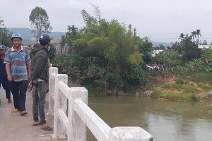 Bỏ lại xe đạp trên cầu, nam sinh lớp 10 gieo mình xuống sông mất tích