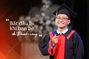 Hành trình 'bắt đầu lại khi bạn bè đã thành công' của Tân Thủ khoa Đại học Kinh tế - Tài chính TP.HCM