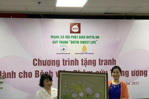 35 bức tranh sơn dầu được trao tặng cho Bệnh viện Châm cứu Trung ương