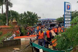 Thủ tướng tặng Bằng khen cho ngư dân Quảng Bình đưa thuyền nan vào vùng lũ cứu người