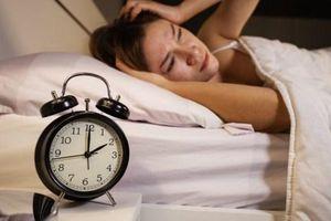 Làm sao để thoát khỏi tình trạng bóng đè khi ngủ?